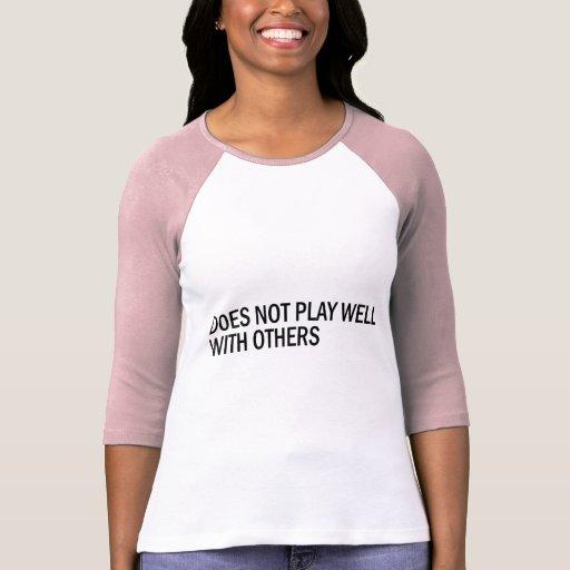 No juega bien con otros camiseta