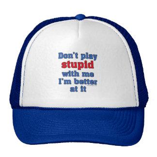 No juegue estúpido conmigo el gorra