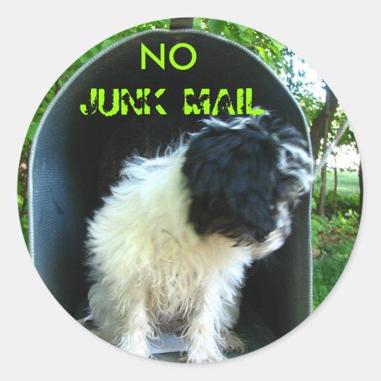 No JUNK MAIL PUPPY Classic Round Sticker