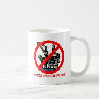 No más de camisetas y de botones de la perforación taza de café