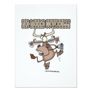 no más de dibujo animado loco divertido de la vaca comunicado