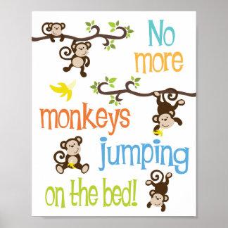 No más de monos que saltan en la cama póster