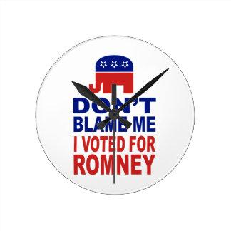 No me culpe que voté por Romney Relojes De Pared