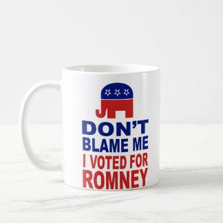 No me culpe que voté por Romney Taza Básica Blanca