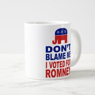 No me culpe que voté por Romney Taza De Café Gigante