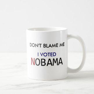 No me culpe - voté NOBama Taza Básica Blanca