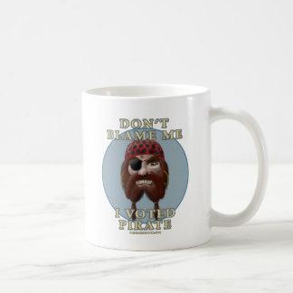 No me culpe, yo votó al pirata taza de café