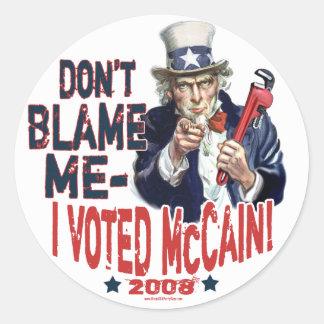 No me culpe, yo votó el engranaje de McCain Pegatina Redonda