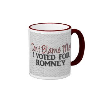 No me culpe, yo votó por Romney Taza De Dos Colores
