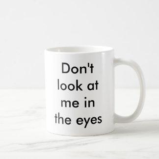 No me mire en los ojos taza básica blanca