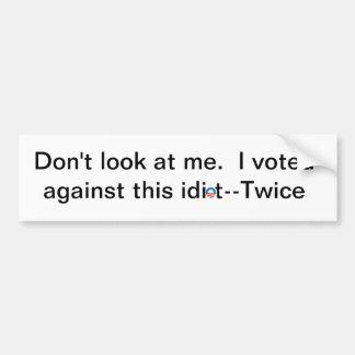No me mire. Voté contra este idiota-dos veces Pegatina De Parachoque