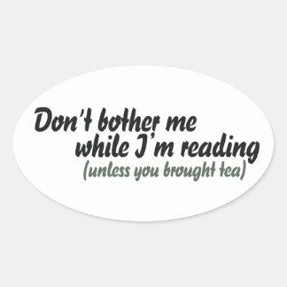 No me moleste mientras que estoy leyendo pegatina ovalada