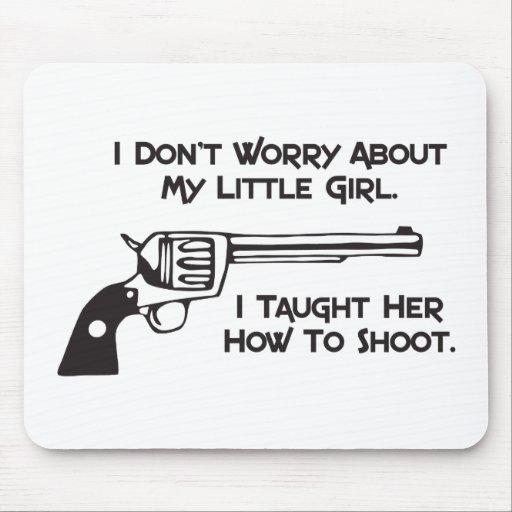 No me preocupo de mi hija mouse pads