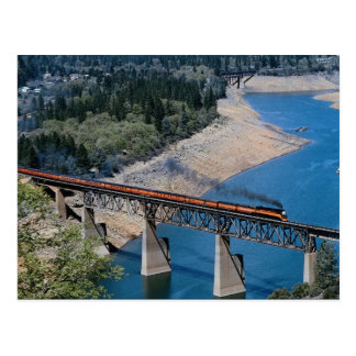 No. meridional 4449 en el lago Shasta, Californ Postales