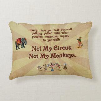 No mi circo, no mis monos cojín