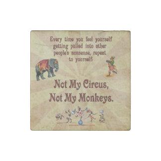 No mi circo, no mis monos imán de piedra