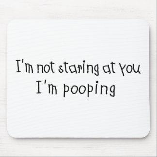No mirando fijamente soy Pooping Tapetes De Ratón