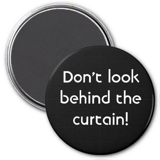 ¡No mire detrás de la cortina! Imán