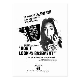 No mire en el sótano postales