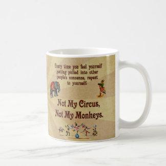 No mis monos, no mi circo taza básica blanca