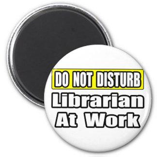 No moleste… al bibliotecario en el trabajo iman para frigorífico