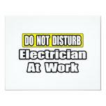 No moleste… al electricista en el trabajo invitación 10,8 x 13,9 cm