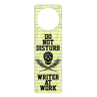 No moleste al escritor en el cráneo del trabajo colgante para puerta