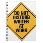No moleste al escritor en el trabajo libreta