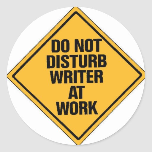 No moleste al escritor en el trabajo pegatina redonda