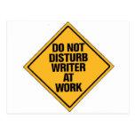 No moleste al escritor en el trabajo postales