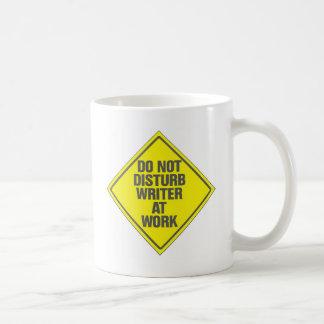 No moleste al escritor en el trabajo tazas de café
