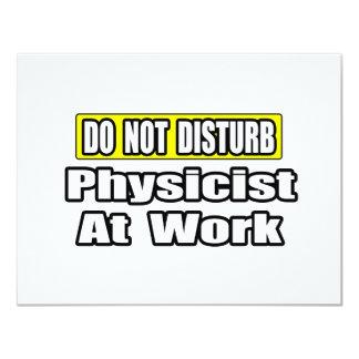 """No moleste… al físico en el trabajo invitación 4.25"""" x 5.5"""""""