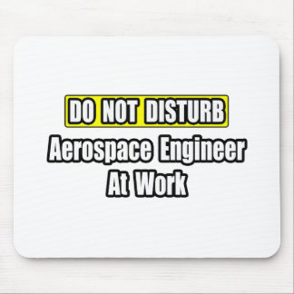 No moleste… al ingeniero aeroespacial en el trabaj alfombrillas de raton