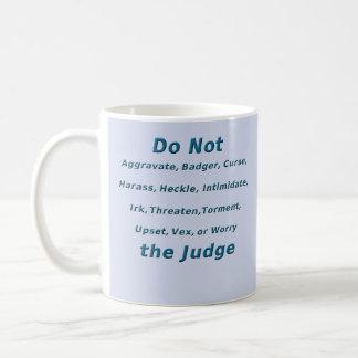 No moleste al juez taza