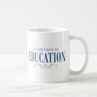 No necesitamos ninguna educación taza de café