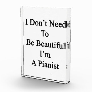 No necesito ser hermoso yo soy pianista