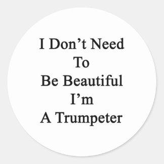 No necesito ser hermoso yo soy un trompetista pegatina redonda