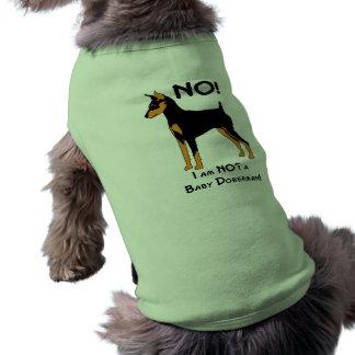 ¡No, no soy un Doberman del bebé! Camisetas De Perrito