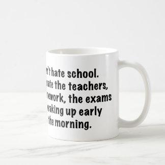 No odio la escuela taza