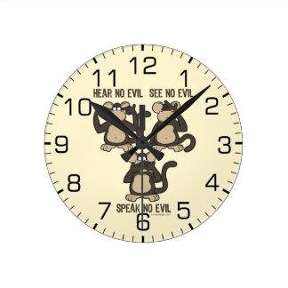 No oiga ningún humor malvado de los monos reloj redondo mediano