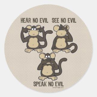 No oiga ningún mono del mal - nuevo pegatina redonda