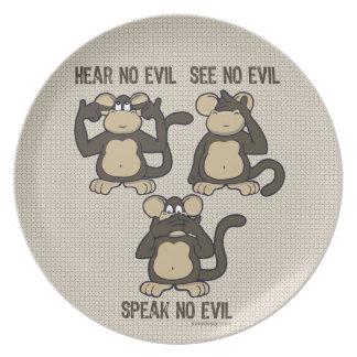 No oiga ningún mono del mal - nuevo plato para fiesta
