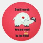 No olvide: ¡Al rey le ama! Etiqueta Redonda