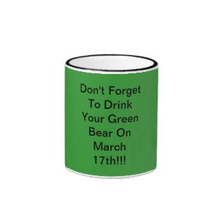 No olvide beber su oso verde en marzo… taza