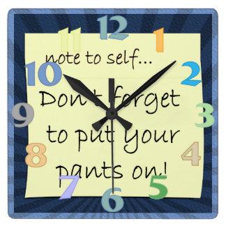 No olvide poner sus pantalones en el reloj de pare