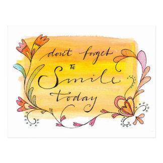 No olvide sonreír hoy - mano puesta letras postales