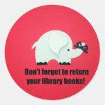 ¡No olvide volver sus libros de la biblioteca! Pegatina Redonda