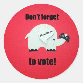 ¡No olvide votar… al republicano! Pegatina Redonda