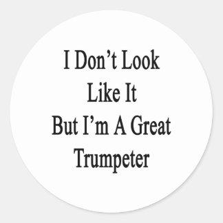 No parezco él sino que soy un gran trompetista pegatinas redondas