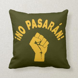No Pasaran - They Shall Not Pass Throw Pillow